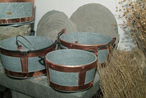 pietra ollare utilizzata in cucina e nella costruzione di