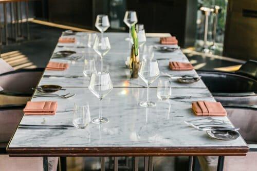 tavolo elegante in marmo