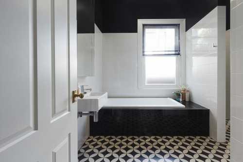 vasca bagno bianco e nero